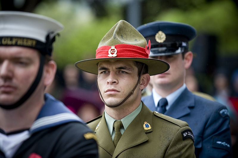 800px-ANZAC_Day_service_at_the_National_War_Memorial_-_Flickr_-_NZ_Defence_Force_(20)