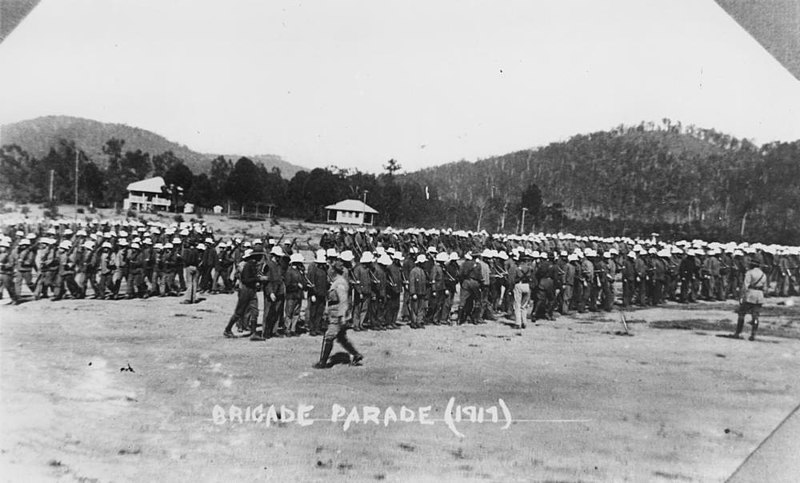 800px-Brigade_parade,_Enoggera_Camp,_1917_(8886943171)