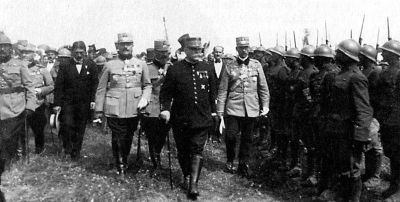 800px-Marshal_Joffre_inspecting_Romanian_troops_during_WWI