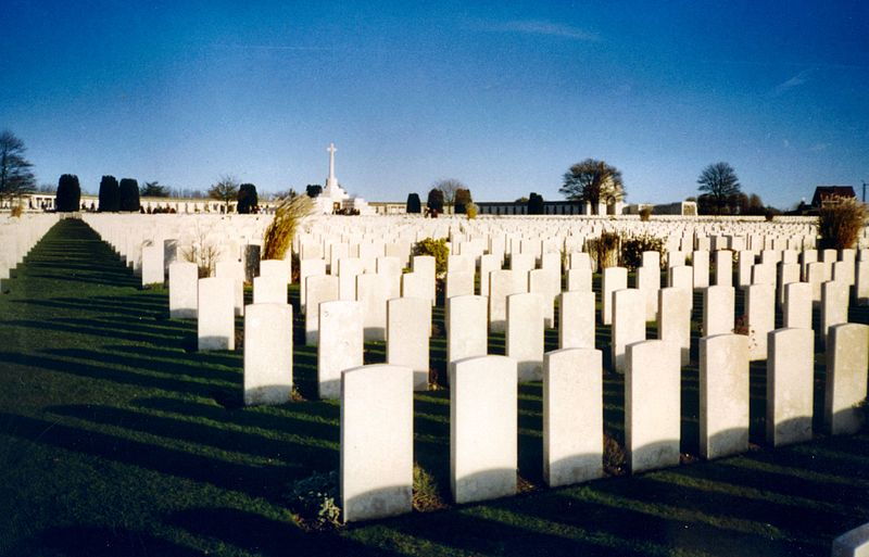 800px-Tyne_Cot_Cemetery_at_dusk_-_Redvers