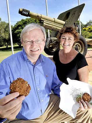 977872-kevin-rudd-and-anzac-biscuit