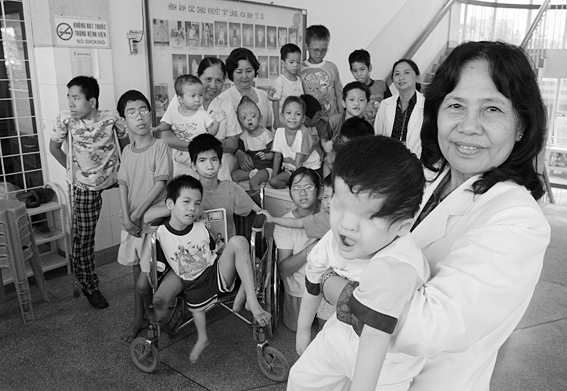 Vietnam. 12/2004. Ho Chi Minh. Professor Nguyen Thi Ngoc Phuong, at Tu Du Obstetrics and Gynecology Hospital is pictured with a group of handicapped children, most of them victims of Agent Orange. Photo by Alexis DUCLOS