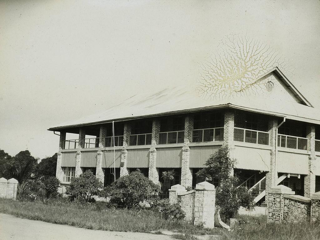 Brick_mission_building,_Congo,_ca._1900-1915_(IMP-CSCNWW33-OS10-75)