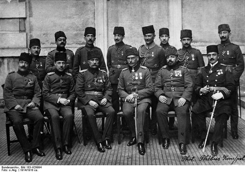 Bundesarchiv_Bild_183-H29994,_Liman_von_Sanders_mit_türkischen_Offizieren