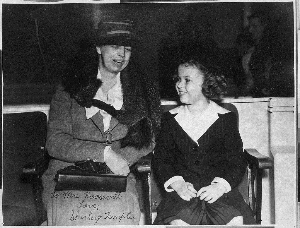 Eleanor_Roosevelt_and_Shirley_Temple_-_NARA_-_195615