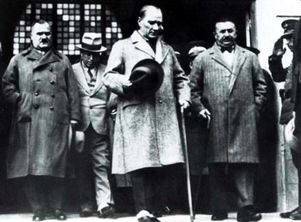 Kılıç-Ali-Atatürk-ve-Şükrü-Kaya