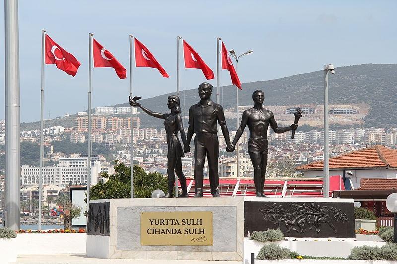 Kusadasi_-_Atatürk-Denkmal