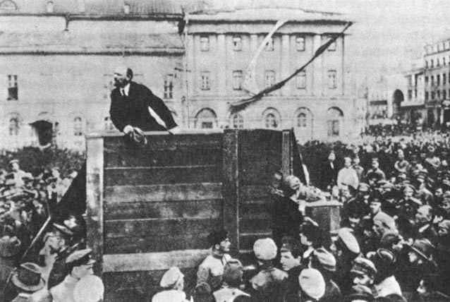 Lenin-Trotsky_1920-05-20_Sverdlov_Square_(censored)