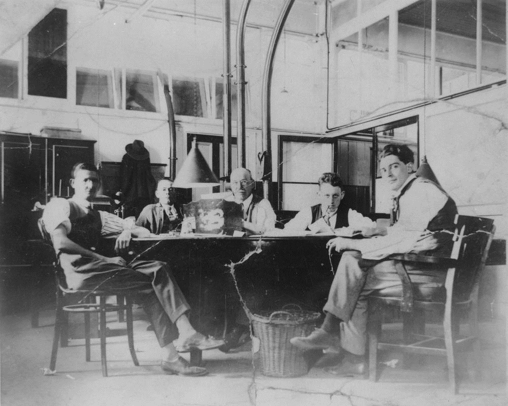StateLibQld_2_164215_Sub-editor's_room_at_the_Brisbane_Courier_newspaper_office,_Brisbane,_1930