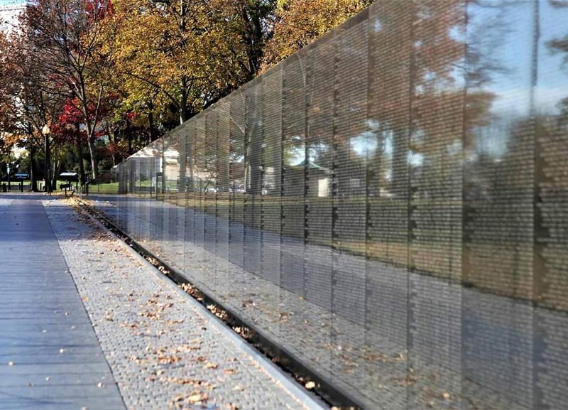 charliegshots_fall-foliage-at-the-vietnam-veterans-memorial_yesmydccool