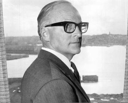 Former Liberal MP. Mr. Edward H. St. John QC, at his office in Kent Street to-day.When Edward St. John, QC, lost his seat at the Federal election last October, a neighbour in Clifton Gardens consoled him with the thought that when one door closes another one often opens. September 25, 1970. (Photo by Grant Peterson/Fairfax Media via Getty Images).